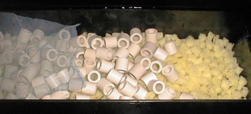 洗車スポンジ濾材を使った上部式フィルターの中身