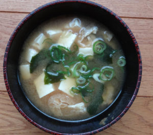 削りたての鰹節で作った味噌汁