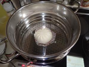 25cmの蒸し鍋で中華まんを蒸している様子