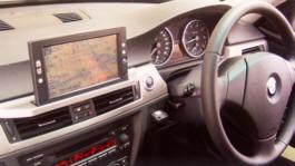 BMW専用 オプションナビを装着した様子