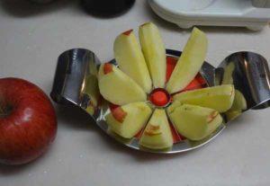 アップルカッターでリンゴをカットした様子