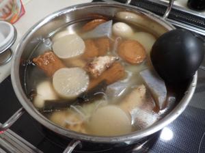 geoの25cm浅型鍋でおでんを作っている様子
