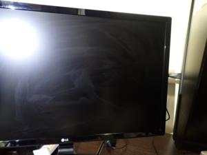 汚れた液晶モニターの画面