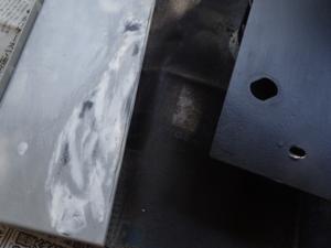 アスカーノの錆を落として塗装下地を作っている様子2