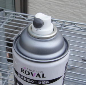 不乾性パテで密封処理したスプレー缶のノズル