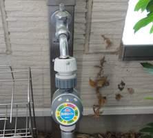 水栓に設置した散水タイマー SST-1