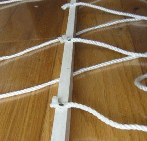 雨水誘導ワイヤーを作っている様子