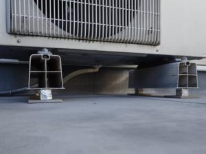 エアコン室外機の足に入れた自作の防振装置
