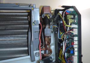 エアコン室内器の制御P板の様子