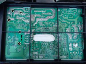 エアコン室外機のプリント基板全体