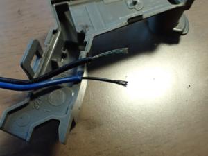 リミットスイッチの電線を剥いたところ