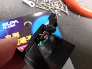 ICF-6800A 蓋のスプリングを組み立てた様子