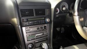 R34スカイライン 25GT-V センターコンソールと純正オーディオ