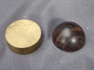 真鍮と木のインシュレーターの例