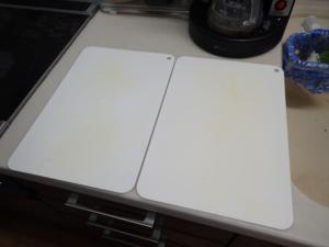 調理台にまな板を2枚並べた様子