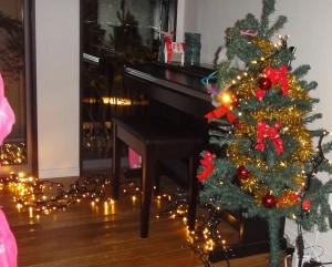 電球色のクリスマスイルミネーション