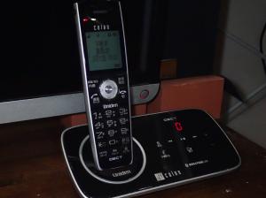 デザイン電話機の例(ユニデンDECT)