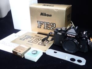 ニコンFE-2の元箱とパッケージの中身