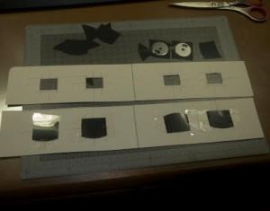 磁気ディスクで日食用遮光メガネを作っている様子