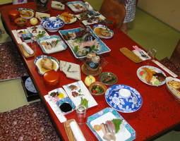 豪華な見た目を演出する伊勢えび付き料理