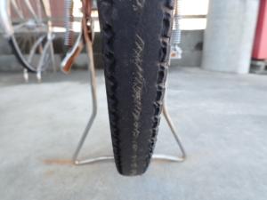 亜鉛メッキ塗料施工後6年の自転車のタイヤ