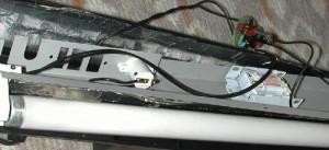 アクアリウム用照明に電球形蛍光灯の基盤を移植した様子