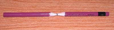 鉛筆の真ん中を削った様子