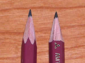 ナイフで削った鉛筆の例。六角角削りと六角平面削り