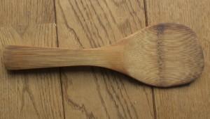 との粉と自然塗料で仕上げた竹のしゃもじ