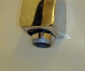 亜鉛メッキ塗装した水栓の先端部