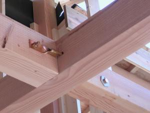 木造住宅の梁結合部の例