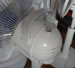 扇風機にある引っ張り式の首振りスイッチ