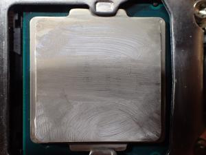 CPUに付いたグリスを無水エタノールで拭いた結果