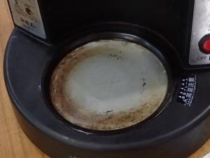 ハリオV60の保温プレートに焼き付いてしまった汚れ