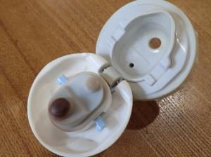 飲み口がカップ形になっている中栓の例