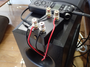 ダクトからケーブルを引き出してインピーダンス測定回路に接続したところ