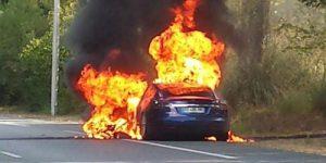 テスラモデルS火災の様子