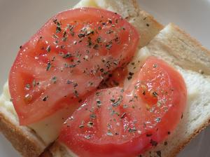 イタリアン風チーズトマトトースト