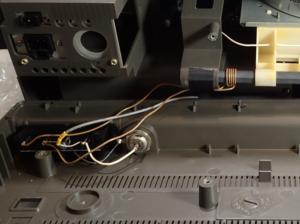 ICF-6800A 外部アンテナ端子内部配線の様子