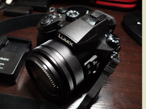 LUMIX DMC-FZH1 の外観
