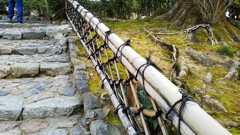 龍安寺の竹製手すり