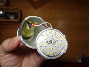 LED電球を分解した様子